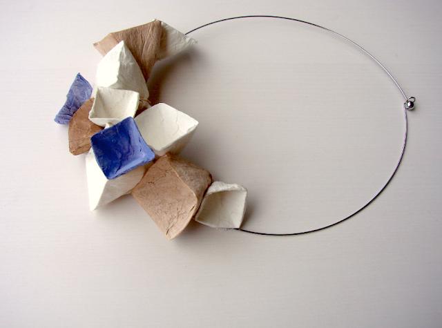 collana di carta in stile geometrico, bianco, pervinca, tortora