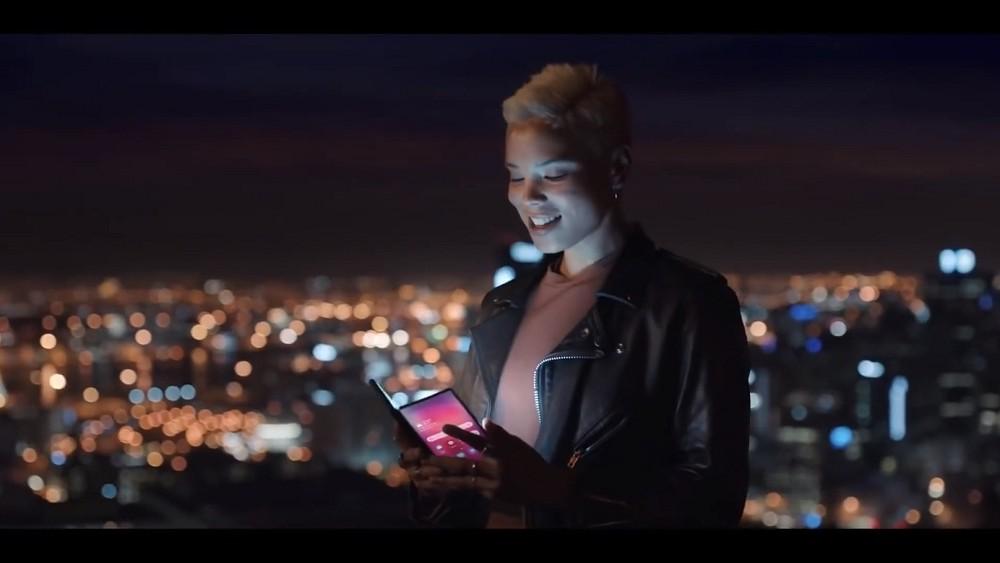 Video-smartphone-samsung-pieghevole