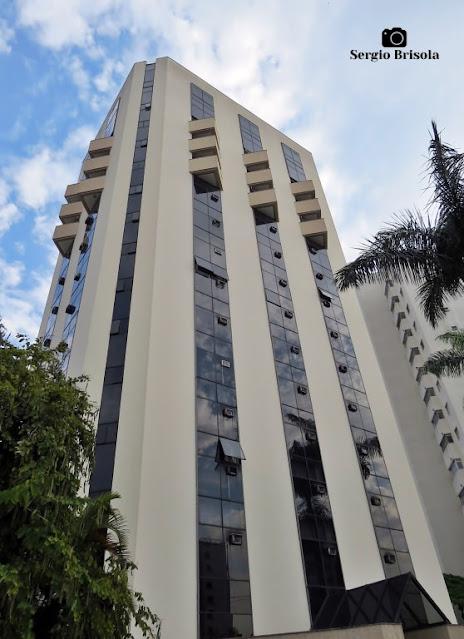 Vista ampla do edifício do Hotel Bienal Suítes - Vila Mariana - São Paulo