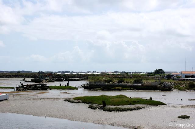 Il cimitero di barche lungo il canale di Noirmoutier en Ile