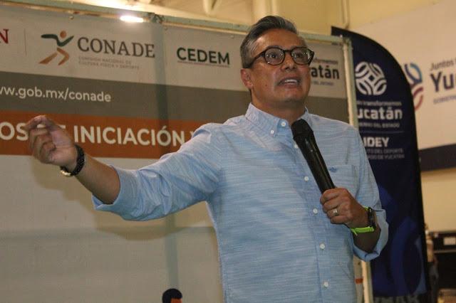 Fernando Platas imparte conferencia a docentes de las Academias de Iniciación Deportiva