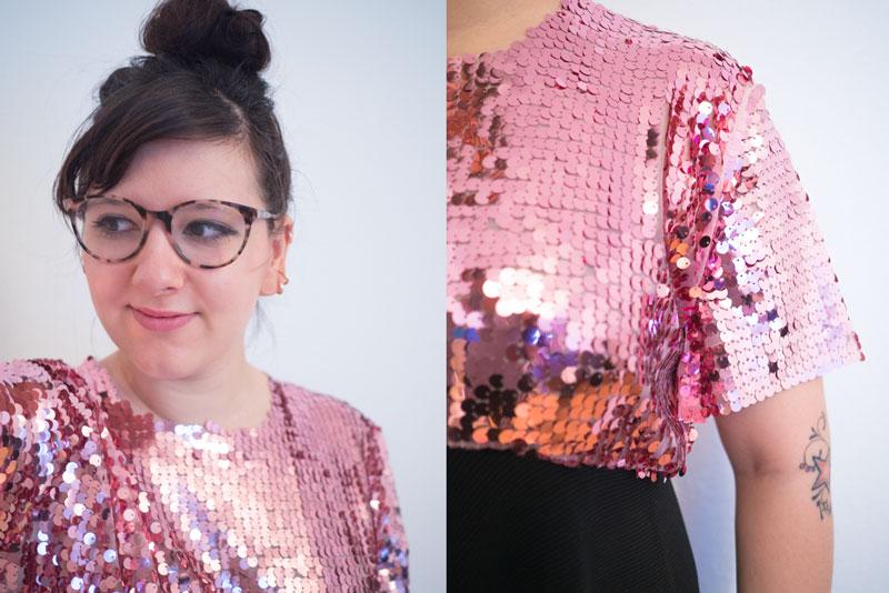 Details rosa Paillettenkleid