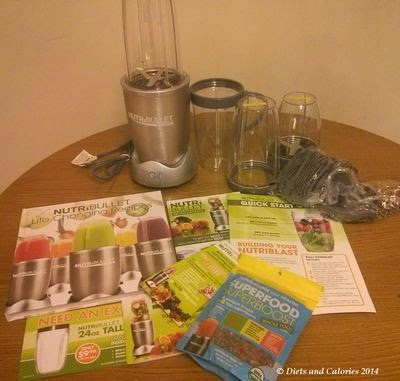 Nutribullet 900 with cups, accessories and recipe books