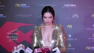 Deepika Padukone Promoting   Return of Xander Cage in India in Golde Gown 71 .xyz.jpg