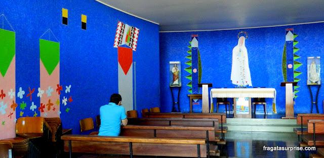 Altar da Igreja de Nossa Senhora da Conceição, a Igrejinha de Niemeyer, na Quadra 308 Sul de Brasília