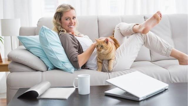 Πώς η ύπαρξη γάτας στο σπίτι βοηθά τη ψυχική σας υγεία
