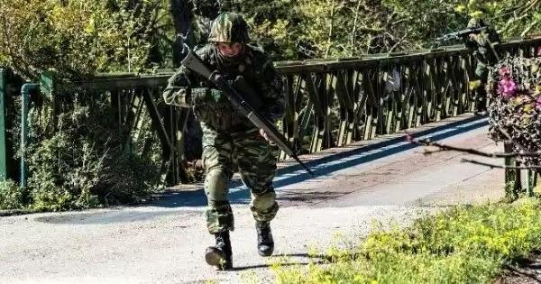 Φέρες Έβρου: Νέα απόπειρά εισβολής - Με προειδοποιητικά πυρά απαντούν οι Έλληνες στρατιώτες (βίντεο)