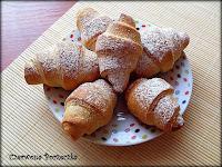 http://czerrrwonaporzeczka.blogspot.com/2013/11/rogaliki-z-nutella.html