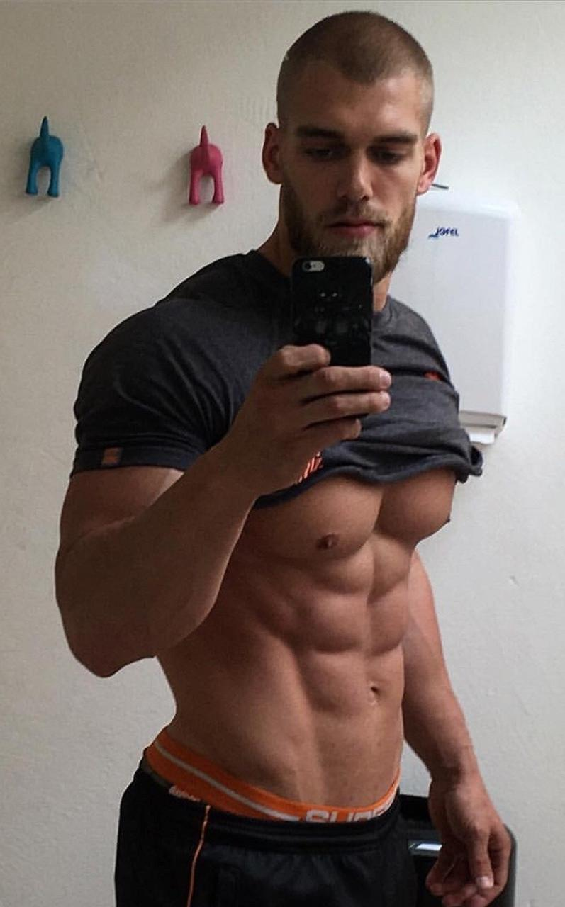 bearded-sexy-fit-muscle-dude-shirtless-perky-nipples-sixpack-abs-bro-selfie