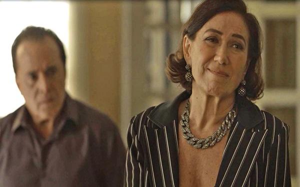 Valentina tenta disfarçar tensão ao reencontrar Laura (Imagem: Reprodução/TV Globo)