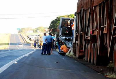Caminhoneiros realizam protesto em Barretos contra preço dos combustíveis