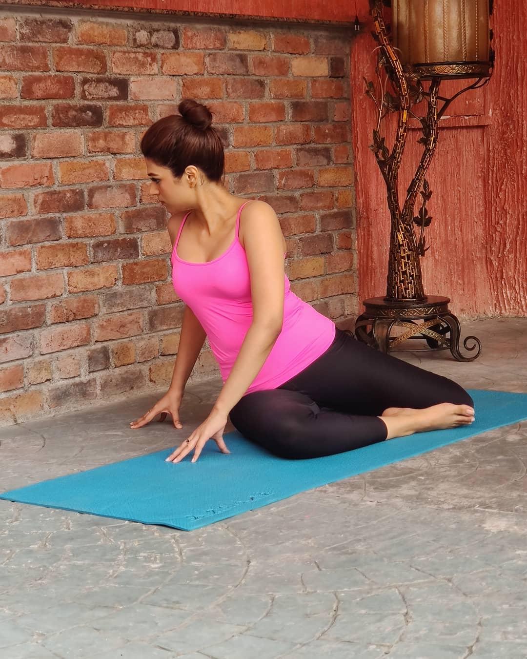 shraddha-das-hot-yoga-stills