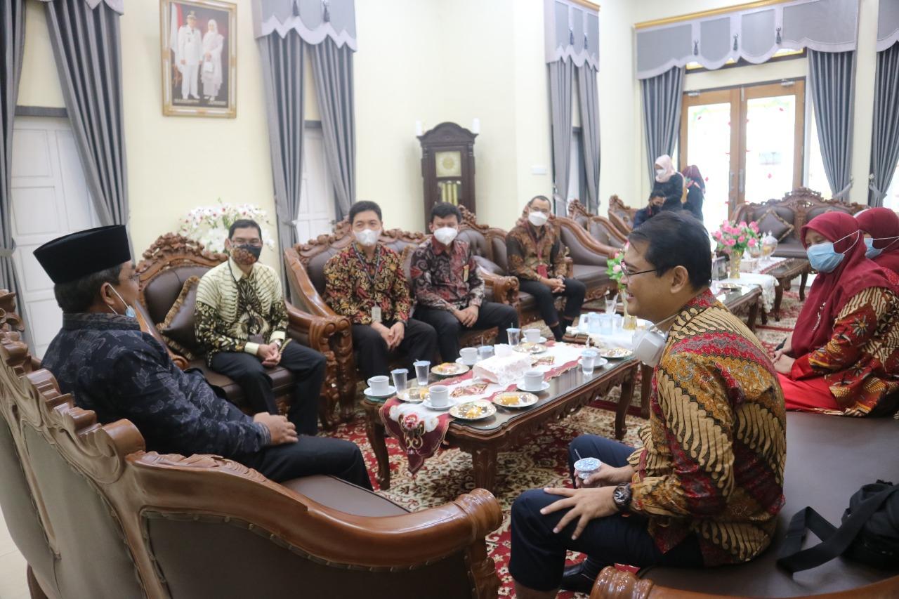 Bupati Tanjab Barat Anwar Sadat Terima Kunjungan Dan Audensi Kantor Pajak Pratama.