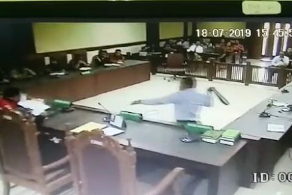 Sabet Hakim Pakai Ikat Pinggang, Pengacaa Mengaku Khilaf
