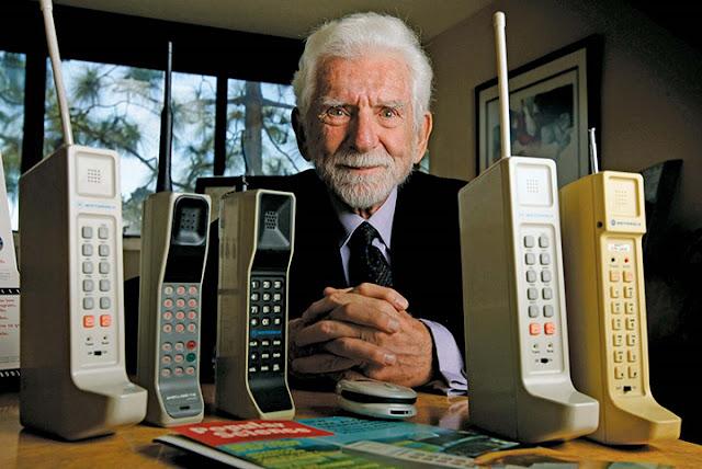 Inilah Bentuk dan Harga Ponsel Pertama Di Dunia