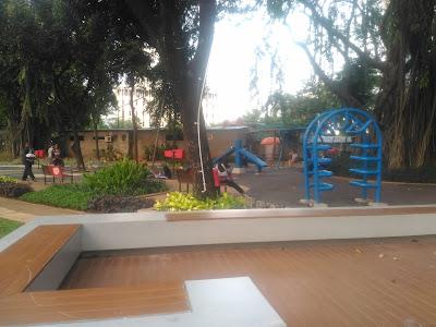 tempat bermain anak di lapangan banteng
