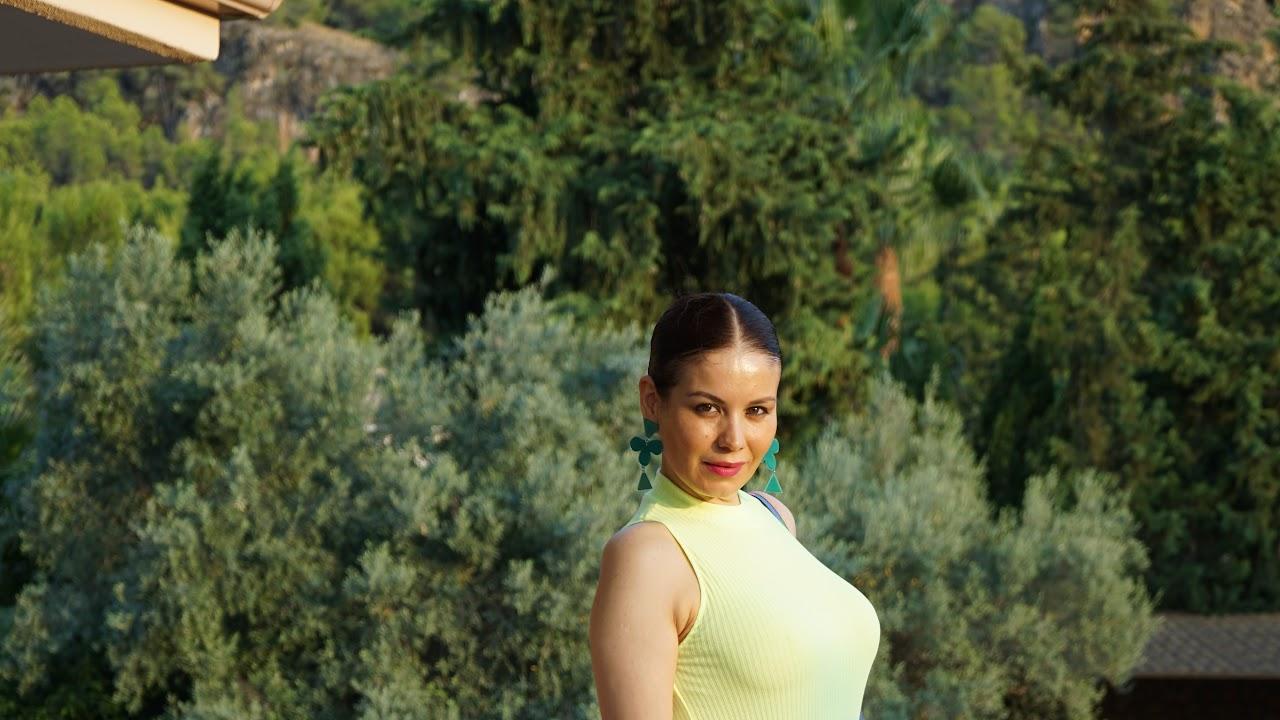 Falda fucsia y Top amarillo flúor