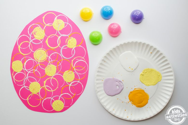 Easter crafts for preschoolers - Stamped Easter egg craft