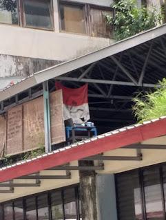 Teka-teki Pemilik Bendera Merah Putih Berlogo Palu Arit di Unhas