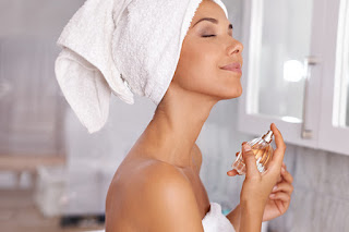11 Secrets Of People Who ALWAYS Smell Good (It's Not Bathing Every Day)