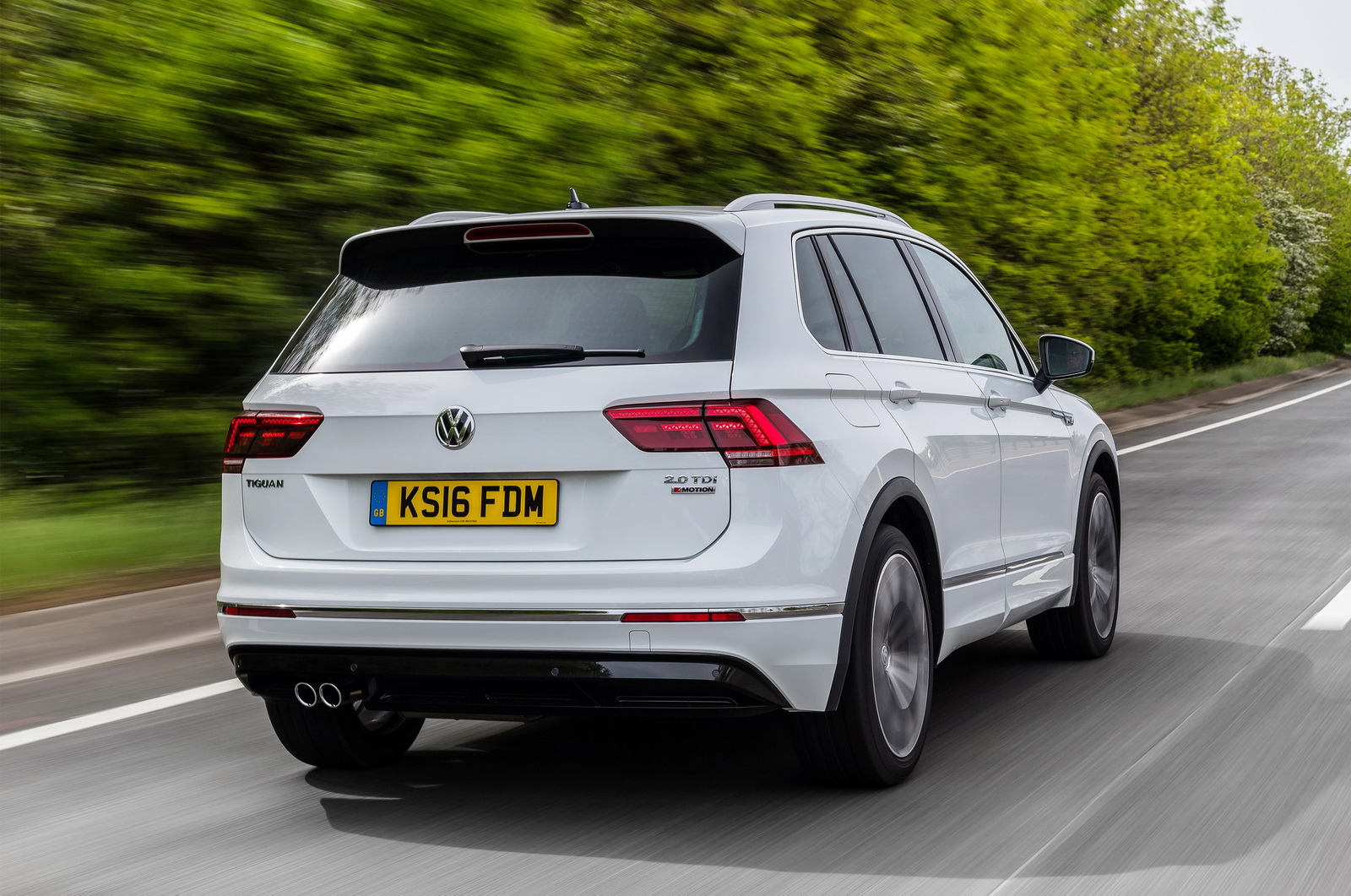 first drive can vw 39 s new 2017 tiguan become the default. Black Bedroom Furniture Sets. Home Design Ideas