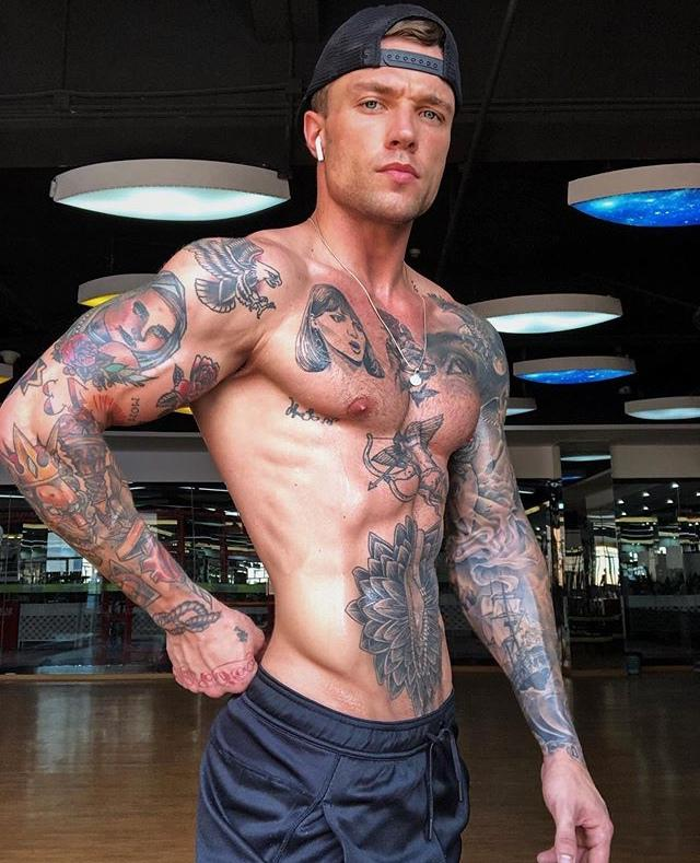 heavy-color-tattoo-full-body-gym-fit-bad-boy-baseball-cap-without-shirt