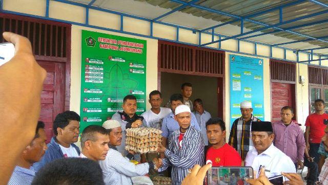 TA Khalid serahkan Batuan Mualem untuk pengungsi Pasi Lhok