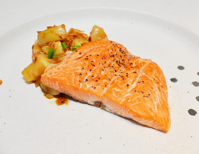 Resepi Seared Ikan Fjord Trout Norway dan Salad Kentang Asia