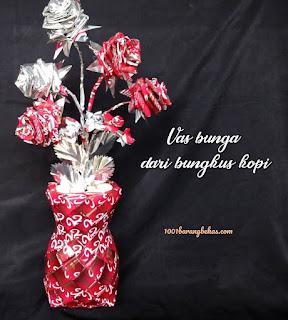 Vas bunga cantik dari plastik bekas bungkus kopi
