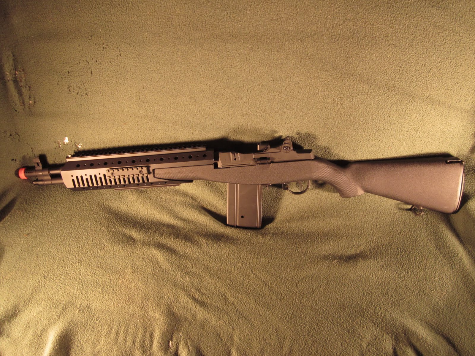 CQB Radio: New review of rail system from M14 SOCOMs