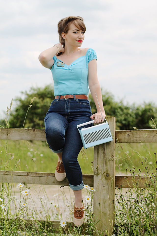 Cute 50s inspired casual jeans outfit with Radio Shack Erstwilder brooch