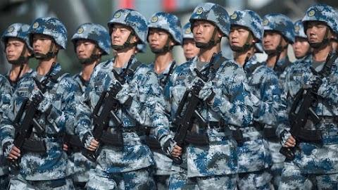 A hírszerzés szerint a kínai kormány csapatokat küld a hongkongi határhoz