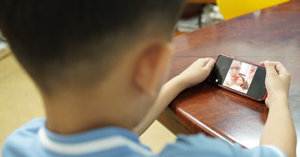 Đã đến lúc phải quy định độ tuổi trẻ em tham gia mạng xã hội