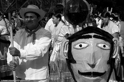 mono de calenda guelaguetza Oaxaca