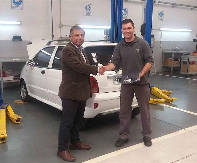 Enzo ganhou o prêmio de melhor mecânico do mundo, e apreendeu o ofício em casa.