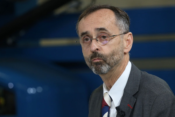 """Candidate LREM voilée : pour Robert Ménard, le """"statut des religions n'est pas le même"""""""