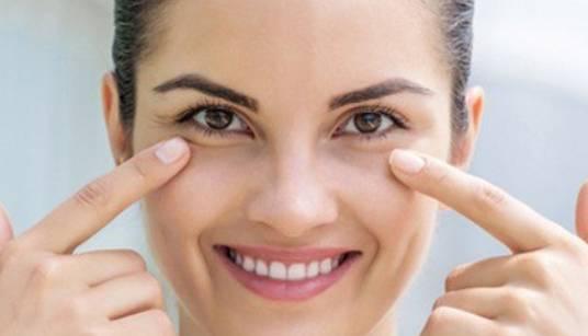 5 Cara Alami Menghilangkan Kantong Mata Dirumah