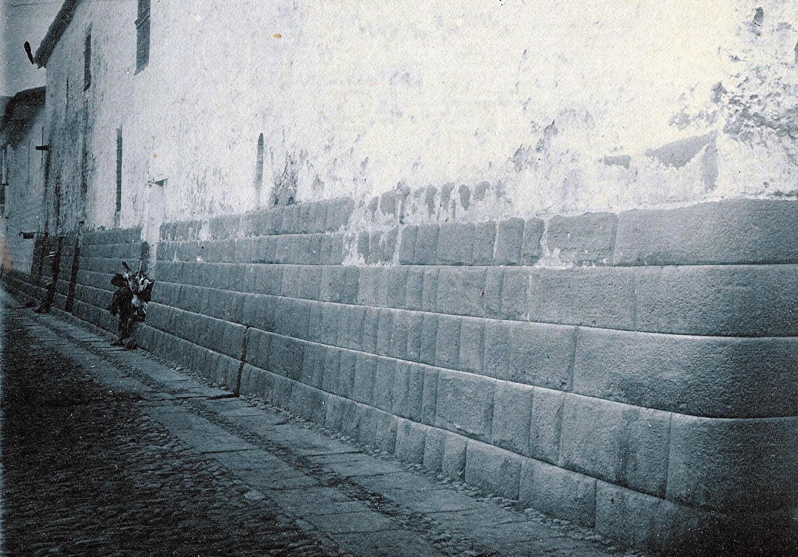 Foto de antaño de la Calle Maruri en el Cusco