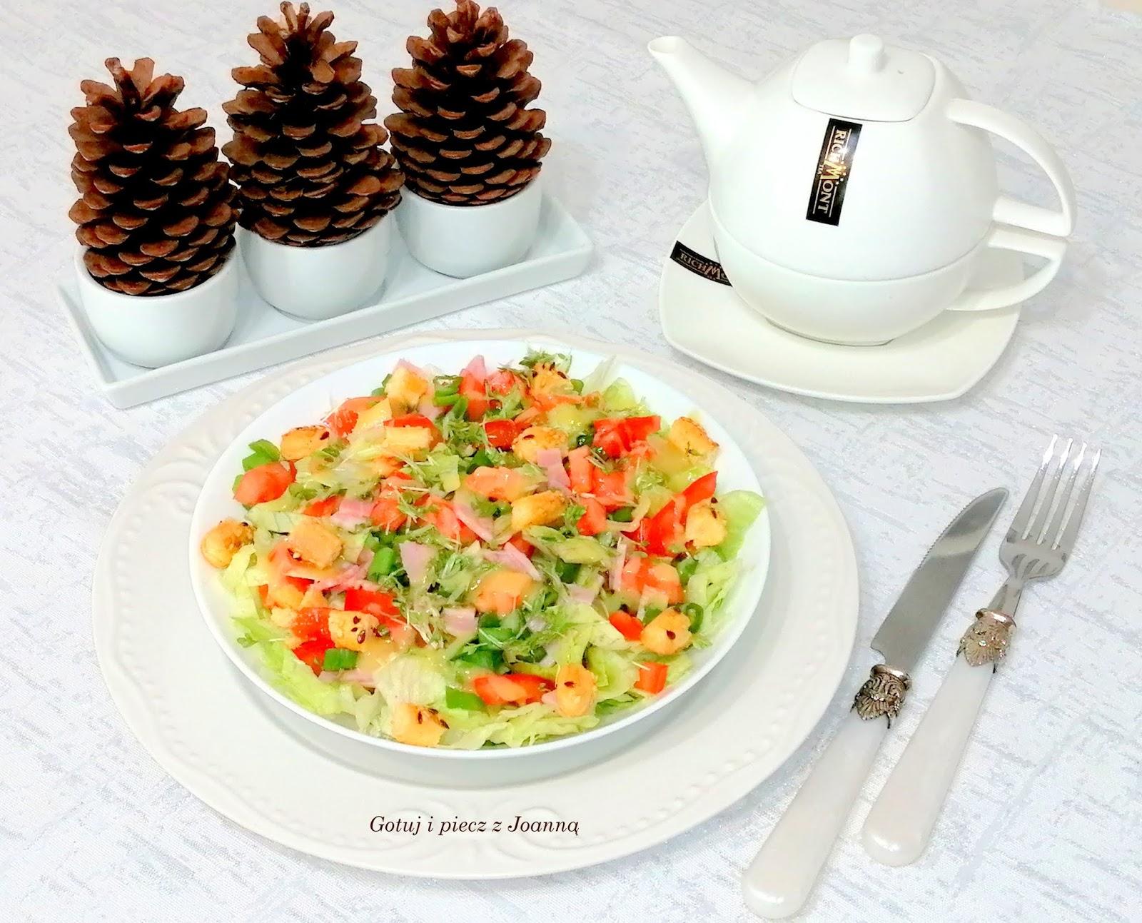 Szybka sałatka śniadaniowa ze słomką ptysiową fit