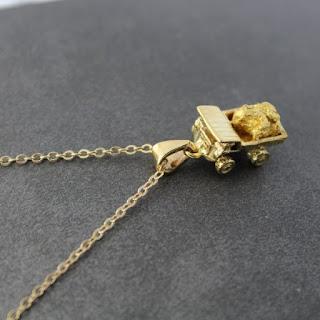 pingente de caminhão com pepita de ouro natural