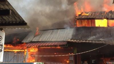 Pasar Terbakar di Libureng, Kios Warga Dilalap Api