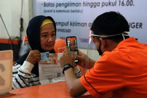 1.707 KPM Menerima Bantuan Sosial Tunai di Kantor Pos Kota Kediri