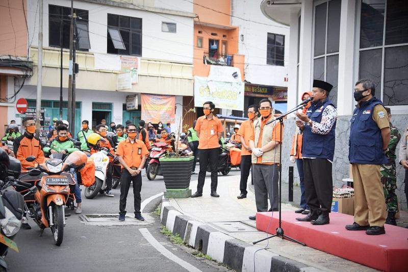 Uu Ruzhanul Lepas Distribusi Bansos Jabar di Garut