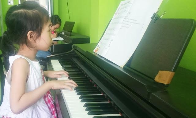Học đàn ở đâu? Vì sao nên cho con học chơi nhạc cụ