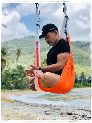 Meditacao-aeroyoga-em-mar-do-caribe-porto-rico-com-rafael-martinez-aerial-yoga-brasil-portugal