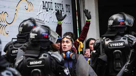 Duque reprime con violencia y brutalidad las multitudinarias marchas estudiantiles en Bogotá