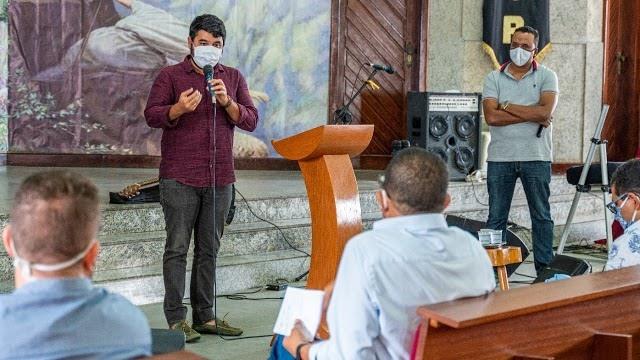 Prefeito de Itapetinga Rodrigo Hagge com pastores Evangelivos