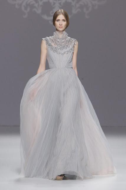 Vestido de novia gris perla - Foto: www.vogue.es / Ugo Camera