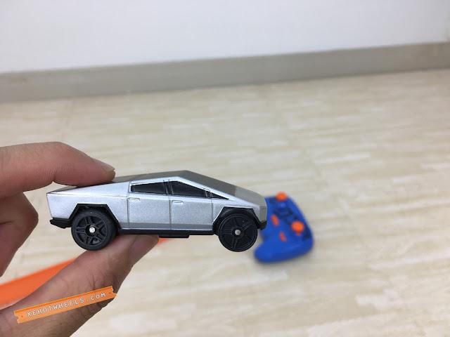 Xe Hotwheels điều khiển Tesla Cyber Truck 5