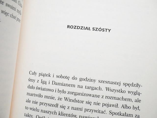 Najnowsza książka jest nową odsłoną autorki, która wydała książkę pod własnym nazwiskiem